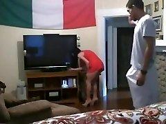 सफेद माँ मैं बकवास करने के लिए धोखा देती है के साथ एक टीवी पर वेब कैमरा