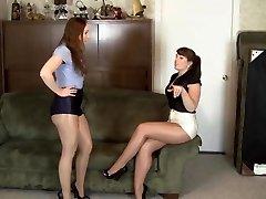 lesbisk skinnende pantyhose bondage