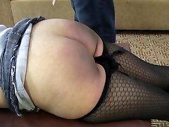 양성애자 여자들의 엉덩이를 물 Part1