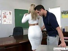 Väga seksikas suur racked blonde professor oli perses paremal tabel