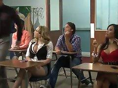 Kagney Lynn Karter manger le sperme de ses seins