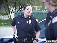 Biz polis strapon adam şüpheli soyunmaya yaptı