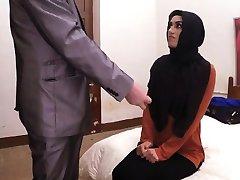 Słodkie rozpaczliwe Arabska dziewczyna dostaje jej usta i cipki