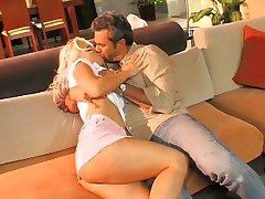 Randy gorąca blondynka lubi konna dysk Dick