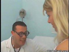 Médecin Doigts De Son Patient