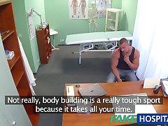 FakeHospital Fit l'infirmière baise constructeur de corps