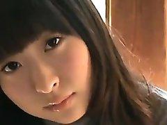 18 År Gammel Asiatisk Jente I Hvit Truse