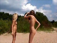 Nagie nastolatki Bawiące się na plaży jojg0308