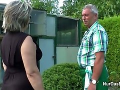 الألمانية الجد والجدة اللعنة الثابت في الحديقة