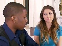 Baby-sitter est séduite par un Couple Noir. Y & B