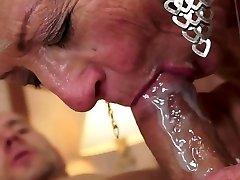 Cum w ustach matki i grandmoters