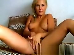 Sexy Blond Babe Fingers her Wet Pink Pussy