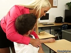 Curvy suntanned tutor Alura Jenson wanna seduce her naughty student for fucky-fucky