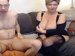 Gorąca mama i ich przyjaciel Pt 1