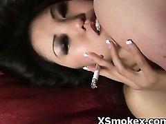 کون مامانی سکس, سیگار کشیدن,