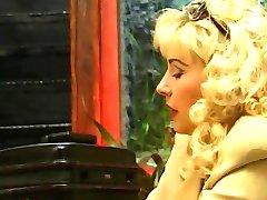 Milf Blonde visites du médecin à son domicile