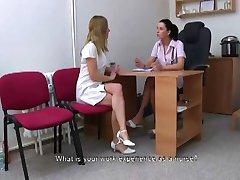 le médecin et le patient s'amusant