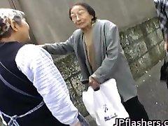 Удивительная Азиатская девушка показывает ее милый part4
