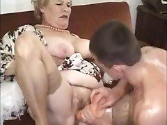 Eski Olgun Büyükanne Fucked