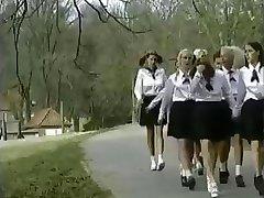 Szkoła z internatem dla dziewcząt-to idealne miejsce dla ohydnych orgii