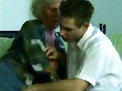 Pesky Granny Skrivena Kamera