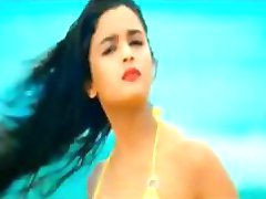Indian Cute Teen Actress in Bikini