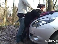 Modne Brigitte gangbanged i skogen