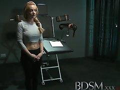 BDSM XXX Büyük göğüslü subs bire daha önce bağlanmış ve pompalanır