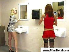Tuvalette mastürbasyon cfnm kızlar