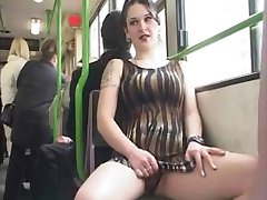 flasher fille dans le bus