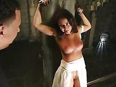 Više tuku za seksualni rob