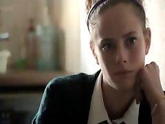 Kaya Scodelario w 'miłość'