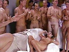 Dziewczyny, sex grupowy & sperma połykanie 8