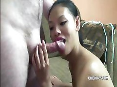 Asya Olivia eski ahbaplar sert bir horoz yutar