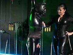 Deutsche Herrin, behandelt Sie Latexsissy