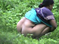 Bangla desi büyük götlü Bayan doğa araması için geliyor