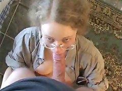 Gözlüklü kız Oral seks