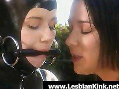 Leszbikus rabszolga latex, kötött venni kívül a büntetés