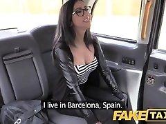 Falso Taxi spagnolo bruna con figa rasata