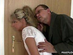 Rodzice sztuczki ich syna's GF w seks