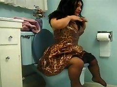 adolescente chorrito en el cuarto de baño