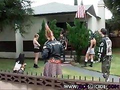 XXXSuicide Emo e Punk Rock babes prendere il cazzo in tutti i buchi