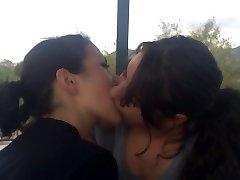 Bacio lesbico - 4