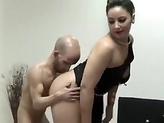 Enano de mierda de la belleza de puta