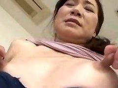 Skinny asiatica con capezzoli enormi