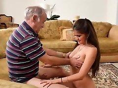 orgie ancianos y jovencitas