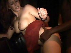 Isabella Soprano follar con un hombre negro en la parte 3