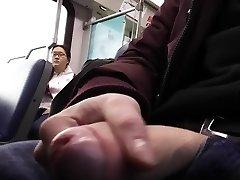 Público dickflash de tren de ella a los relojes
