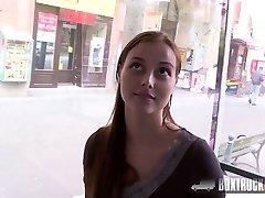 Cloe le permite a su novio a follar delante de nuestra cámara