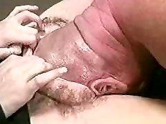 Man sticks whole head up a women's pussy